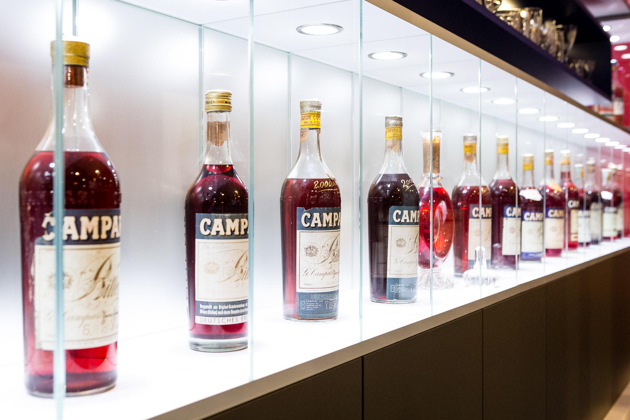 Galleria Campari Bottiglie Vetrina LoveITALIA