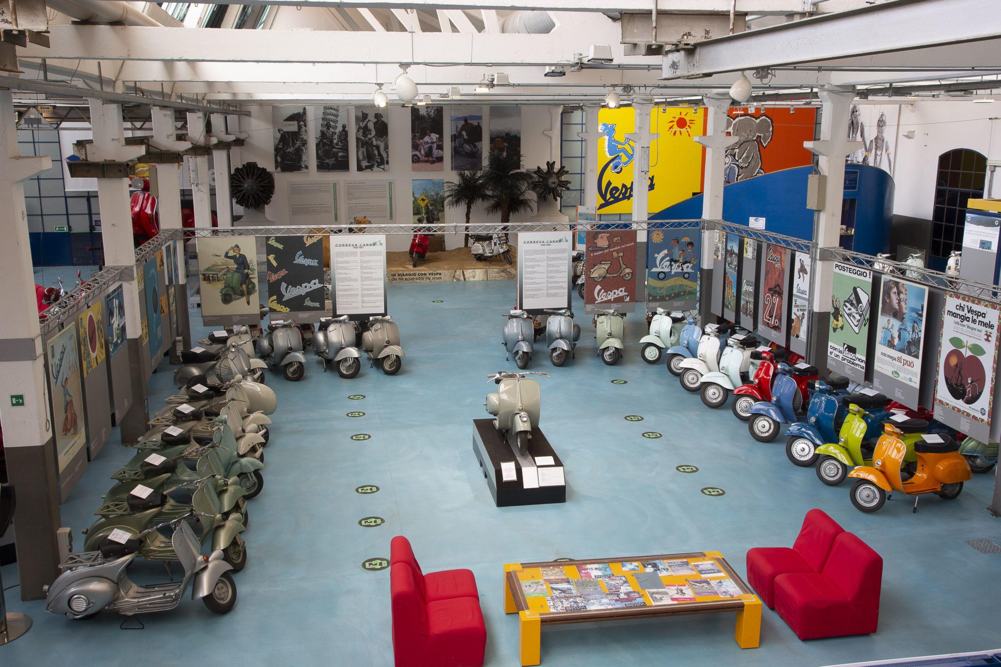 Museo Piaggio Vetrina Room Vespa LoveITALIA