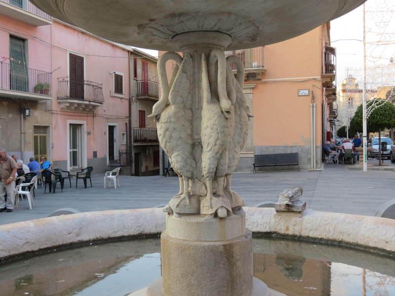 particolare fontana pro loco sammichelese loveitaliafun